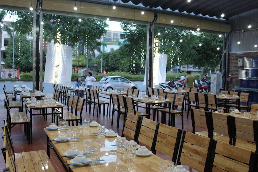 Mặt trước của nhà hàng Vạn Chài tại tp Vinh